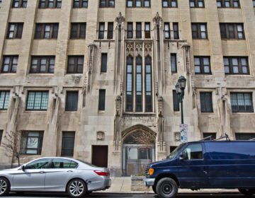 The shuttered Hahnemann Hospital building in Philadelphia. (Kimberly Paynter/WHYY)