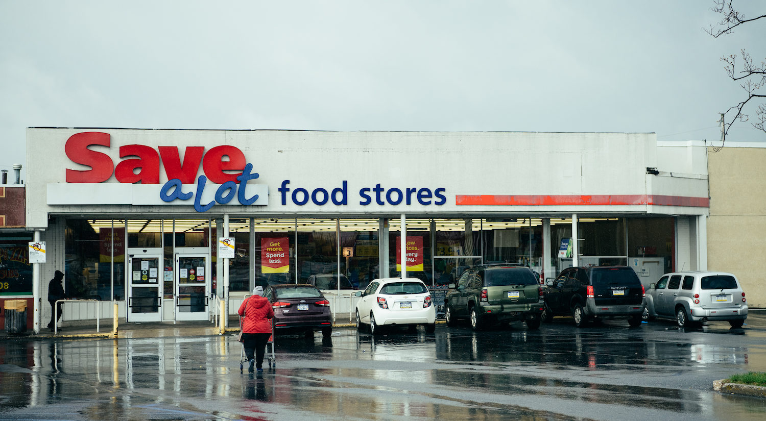 A grocery store in Harrisburg on a rainy Monday during the pandemic. (Dani Fresh for Keystone Crossroads)