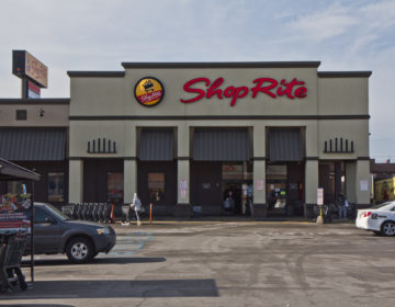 After employee at the Shop Rite at 24th and Oregon Avenue in South Philadelphia tested positive for the coronavirus, Shop Rite disclosed it on social media. (Kimberly Paynter/WHYY)