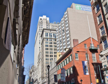 Police have closed Walnut Street in Philadelphia where a Holiday Inn Express will be a city quarantine site. (Kimberly Paynter/WHYY)