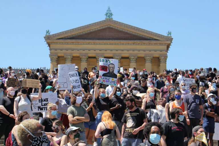 The crowd at the Art Museum continues to grow, protesting the police violence that killed George Floyd in Minneapolis. (Emma Lee/WHYY)
