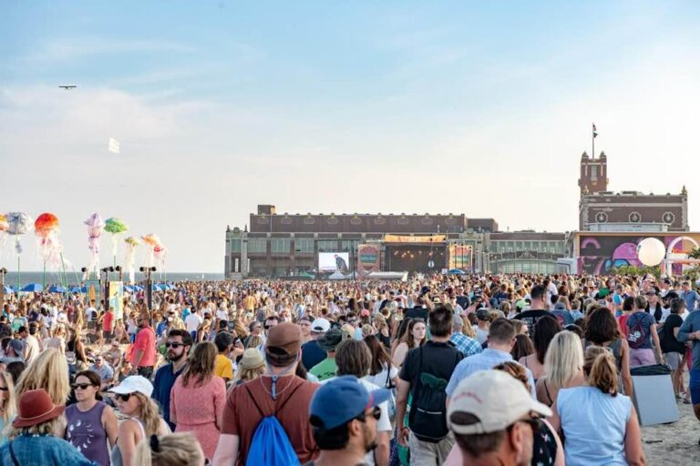 The scene at the 2019 Sea.Hear.Now Festival in Asbury Park, New Jersey. (Courtesy of Robert Siliato Photography)