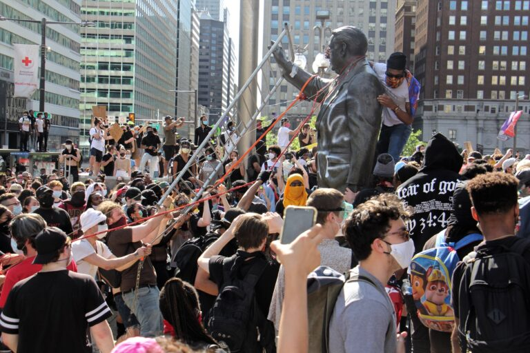 Protesters try to take down the statue of former mayor and police chief Frank Rizzo in front of the Municipal Services Building on May 30, 2020. (Emma Lee/WHYY)