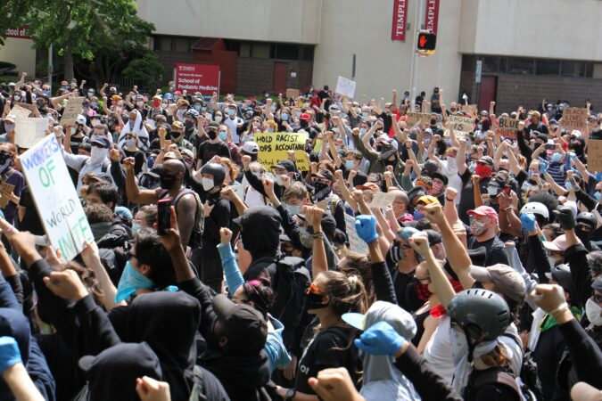 Hundreds of protesters gather a Philadelphia police headquarters. (Emma Lee/WHYY)