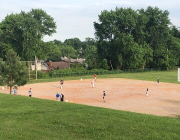 A youth baseball team practices this week in Pike Creek. (Cris Barrish/WHYY)
