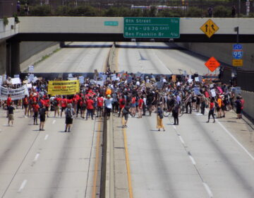 Protesters return to I-676