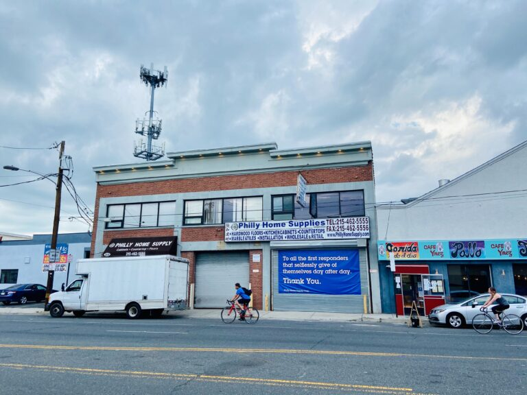The owners of 2031 Washington Ave. plan to put a four-story residential complex atop the existing commercial building. (PlanPhilly staff)