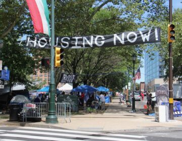 A homeless protest encampment occupies Von Colln Field on the Ben Franklin Parkway on August 20, 2020. (Emma Lee/WHYY)