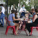 Diners eat outside in New Jersey
