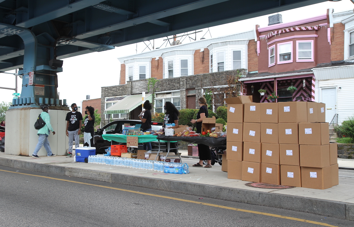 Volunteers give away food to families affected by the pandemic.