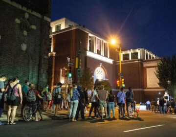 About 200 people eager to catch a glimpse of President Obama gathered outside the Museum of the American Revolution Wednesday night. (Kimberly Paynter/WHYY)