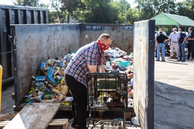 Fresh Grocer employees in Upper Darby threw away thousands of flood-damaged food items on Wednesday morning. (Kimberly Paynter/WHYY)