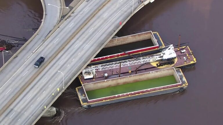 Unsecured barge on Schuylkill River