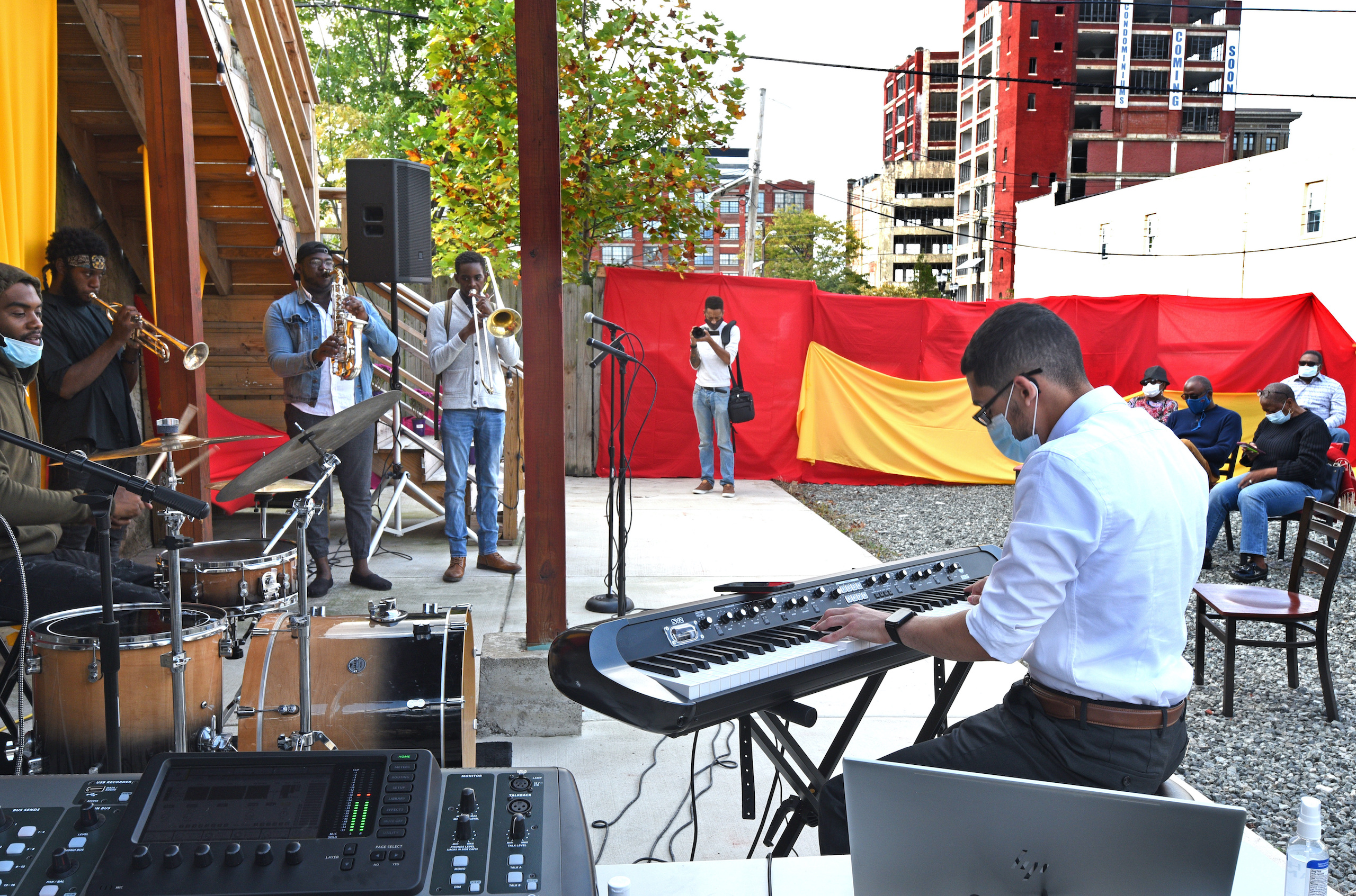 Jazz musicians perform in the IDEA Center's backyard