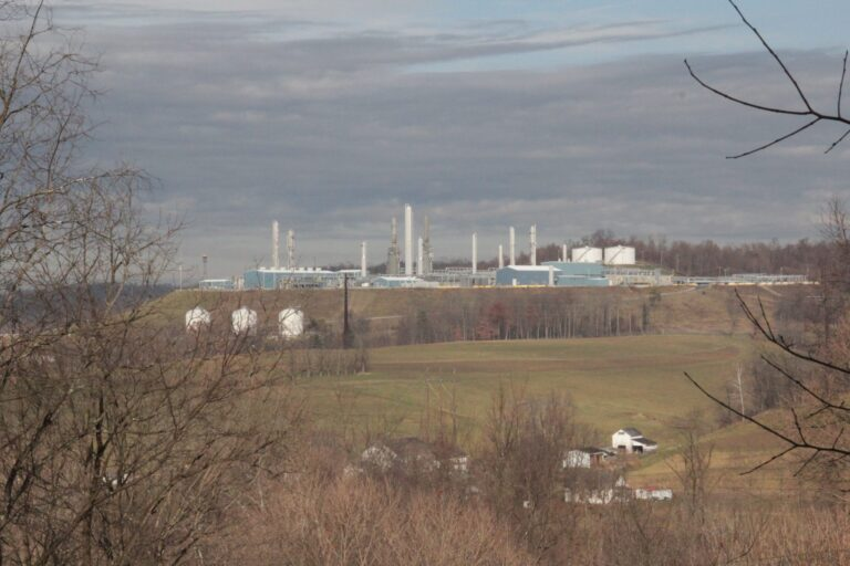 A Mark West natural gas processing plant in Washington County, Pa. (Reid Frazier/StateImpact Pennsylvania)