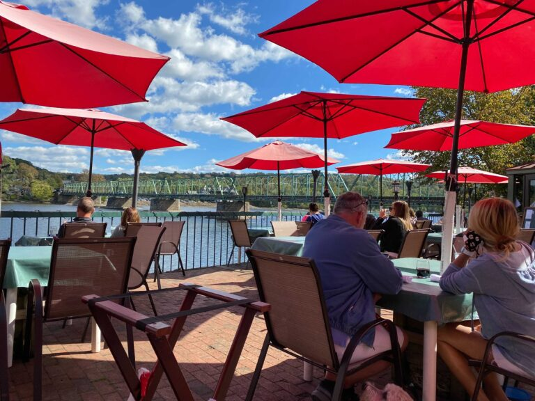 Socially distanced outdoor dining in early October in New Hope. (Joanne McLaughlin/WHYY)