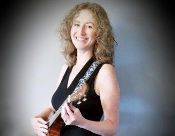 Musician Lisa Lerman holding a ukulele