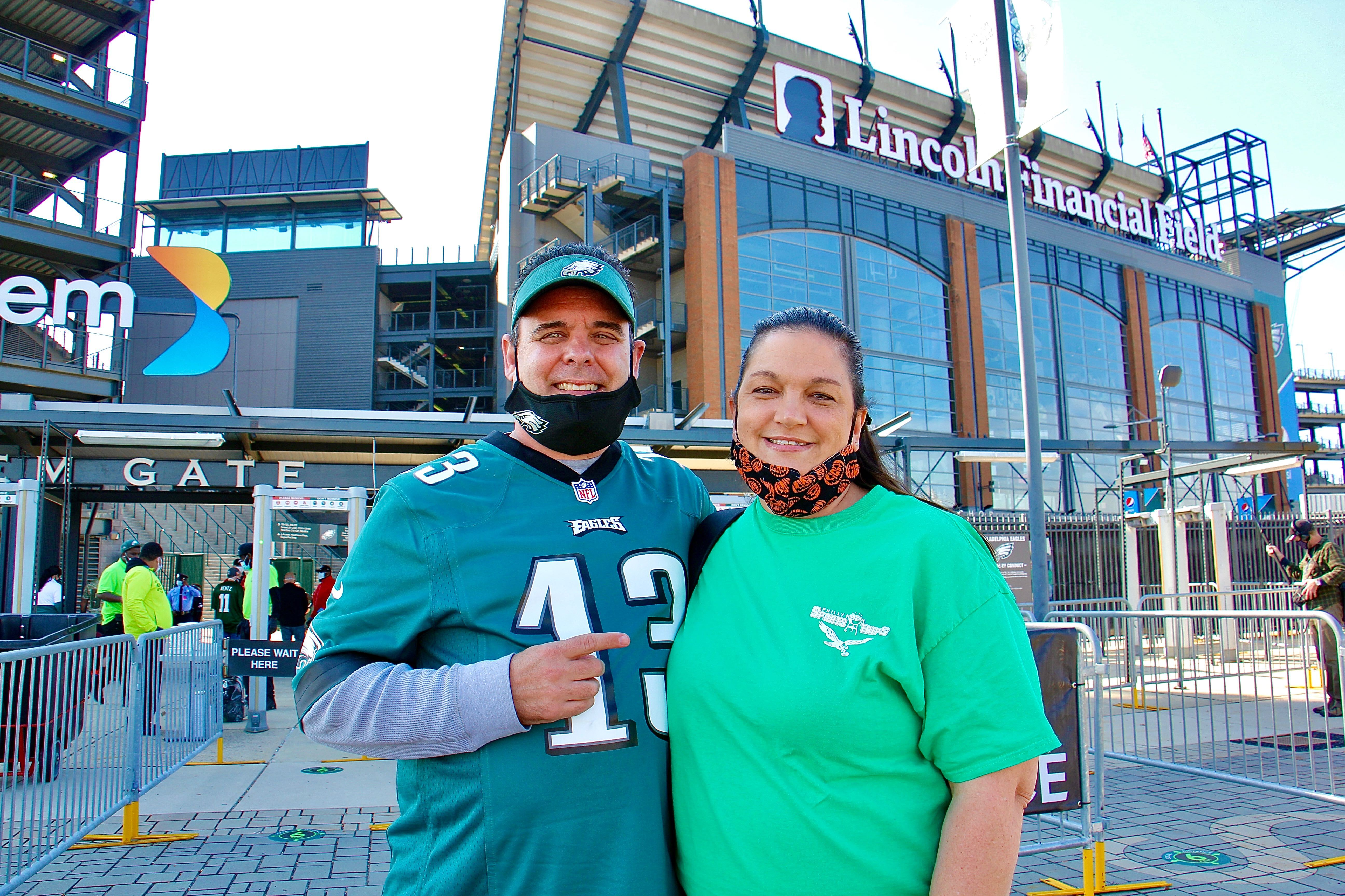 Chris Romanelli and his wife Jennifer prepare to enter Eagles stadium