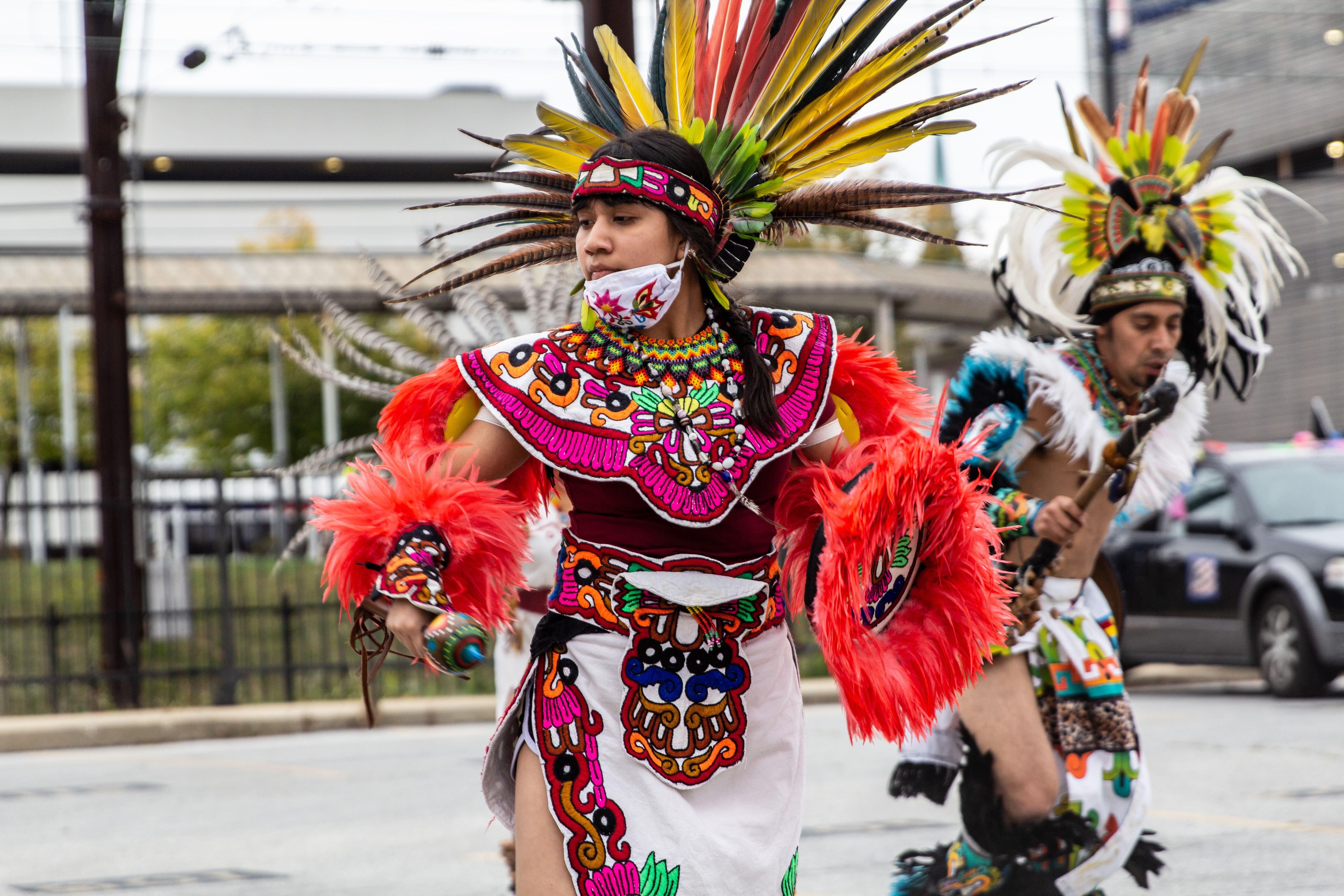 Miranda Victoria dances with Kapulli Kamaxtle Xiuhcoatl