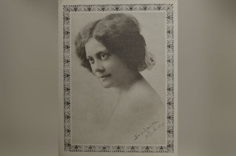 A photograph of Alice Dunbar-Nelson, Washington, D.C. 1915. Photo by Addison Scurlock. (Courtesy of University of Delaware Library, Museums, and Press, Special Collections & Museums, Alice Dunbar-Nelson Papers)