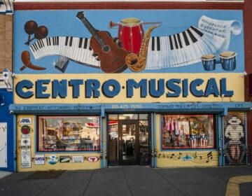 Centro Musical, located in the heart of El Bloque de Oro, is a music shop and gathering for Latinos in the community. | Centro Musical en el corazón de El Bloque de Oro, es una tienda de música y un encuentro para latinos en la comunidad. (Photo by Bernardo Morillo for WHYY)