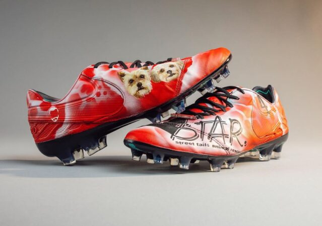 Customized cleats for Jake Elliott feature Philly nonprofit Street Tails Animal Rescue