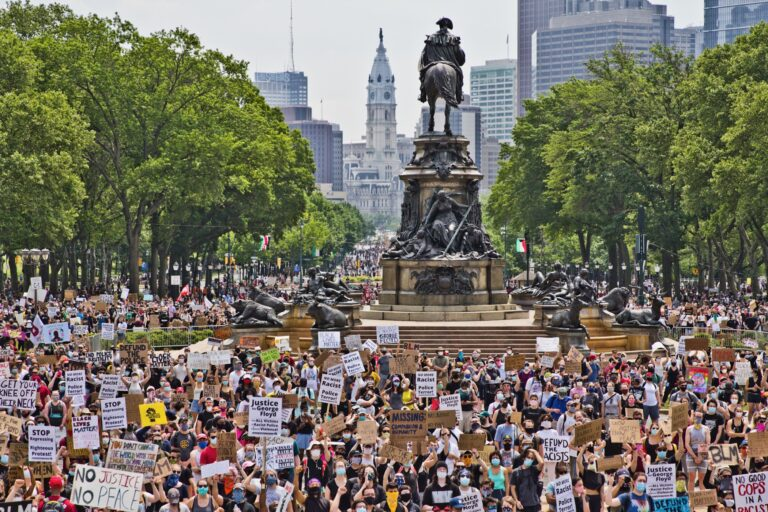 Protesters took over the Benjamin Franklin Parkway on June 6, 2020. (Kimberly Paynter/WHYY)