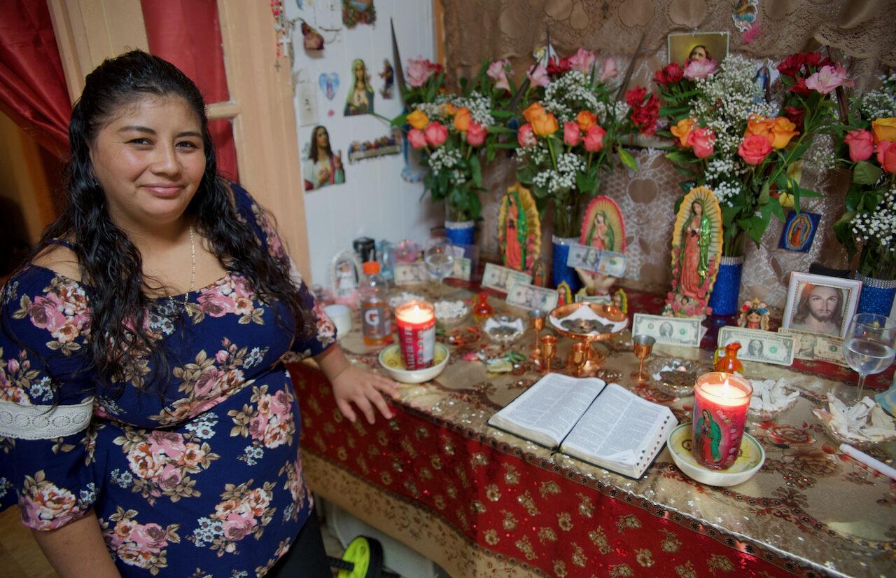 The altar at the apartment is one where all women contribute and take time to pray. | El altar del apartamento es uno en el que todas las mujeres contribuyen y se toman el tiempo para orar.(Tony Rocco/WHYY)