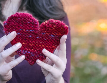 University of Delaware's Knitting & Crochet Club stitches hearts for COVID-19 patients and their families