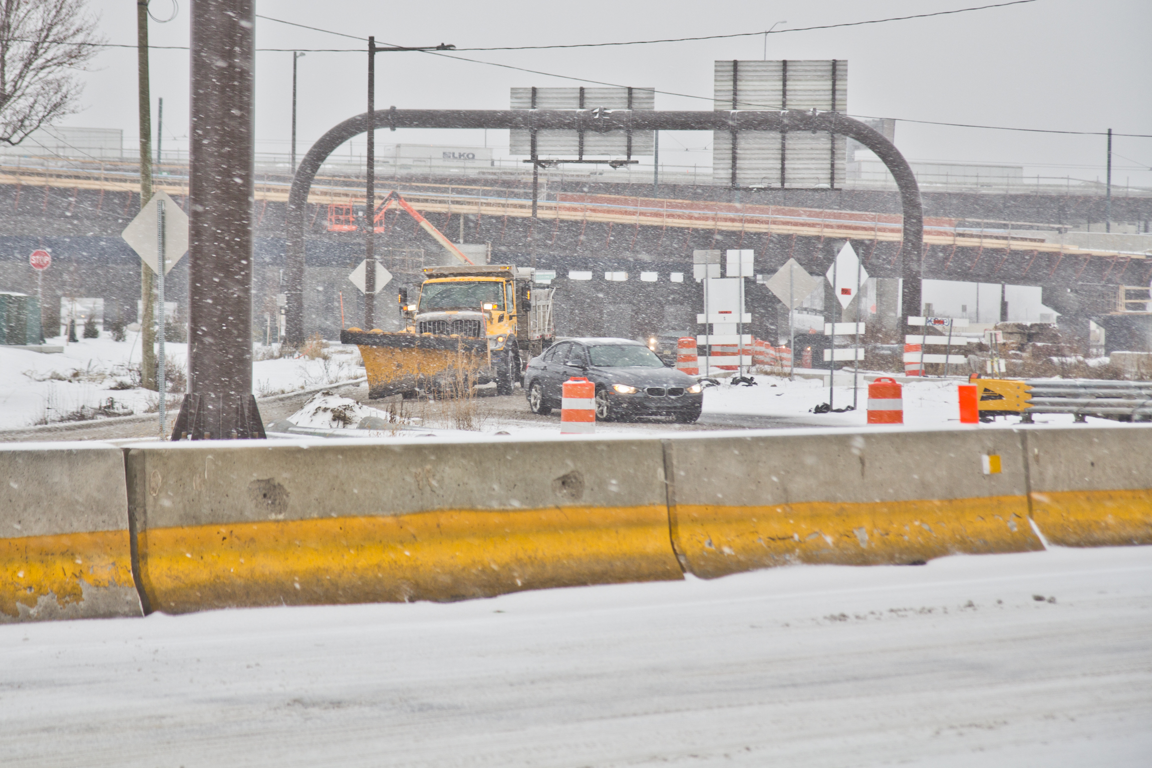 A PennDOT vehicle plows the entrance to 95 North during a snow storm