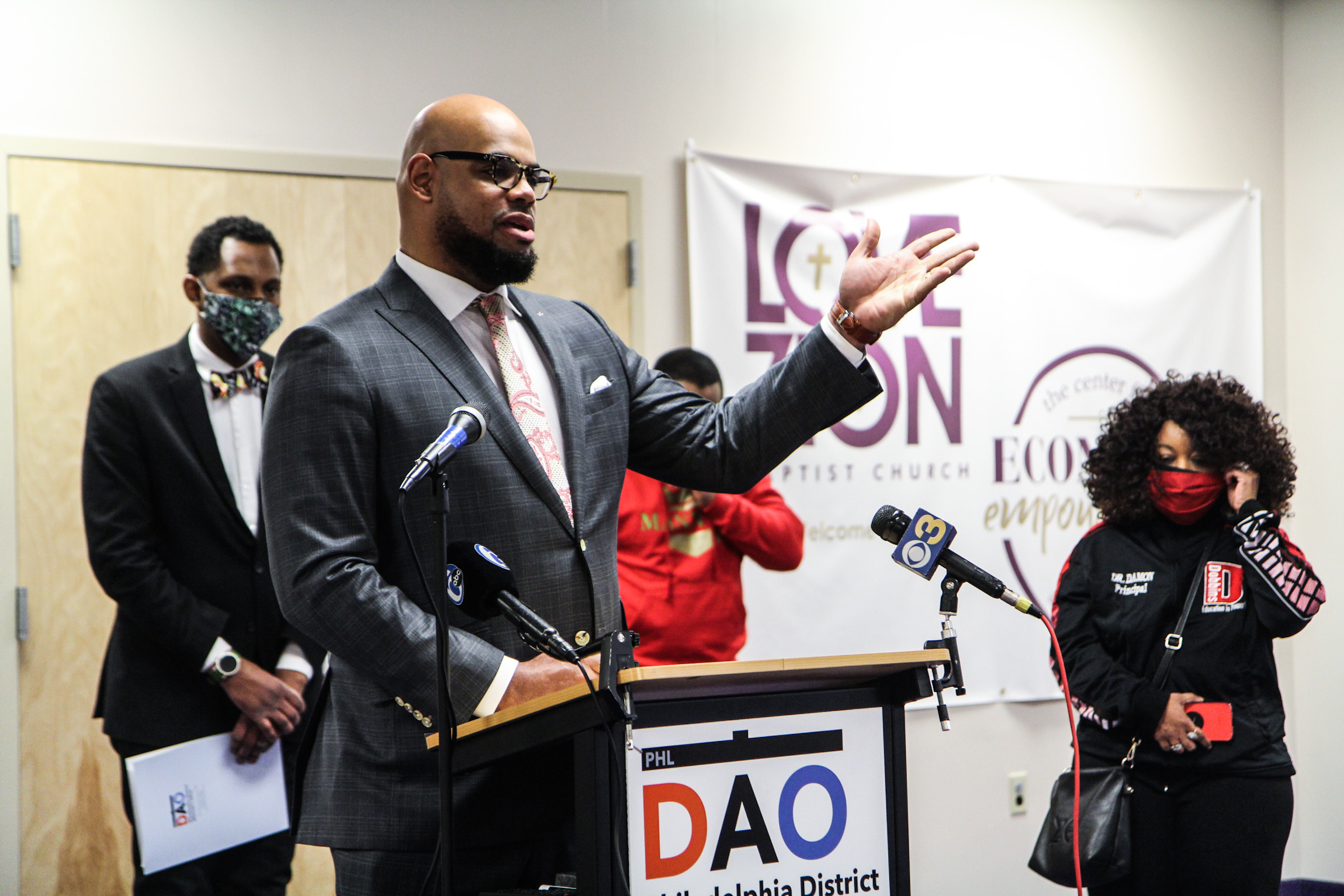 Rev. Clarence Wright addresses the media at a DAO press conference