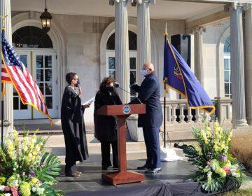 Timothy DeFoor is sworn in as Pennsylvania's auditor general. (Commonwealth Media Services)