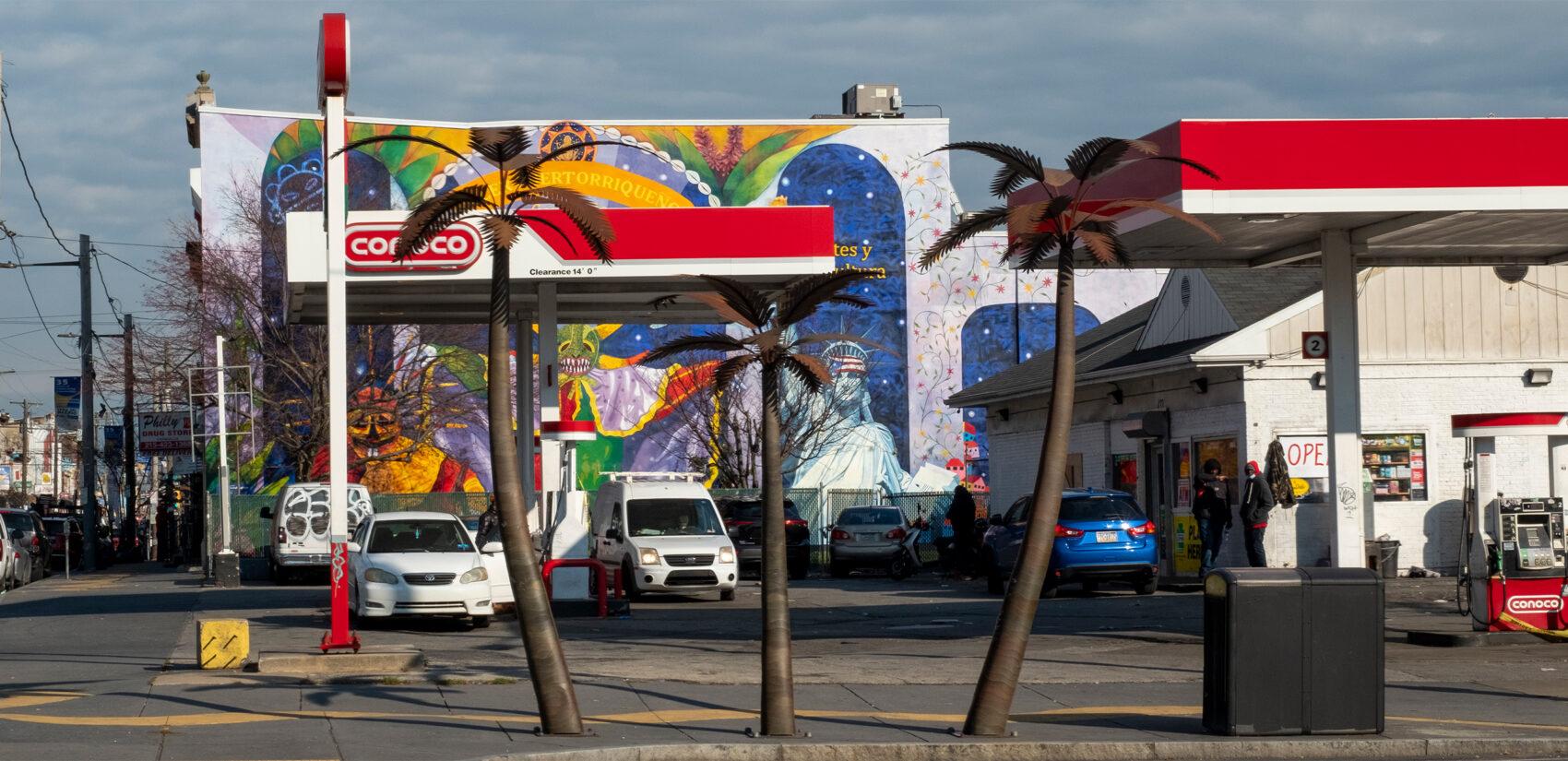 Taller Puertoriqueño sits on 5th street, right across the street from a 47 bus stop. | Taller Puertoriqueño se encuentra en la calle 5, enfrente de la parada de el 47. (Photo by Eugenio Salas for WHYY)