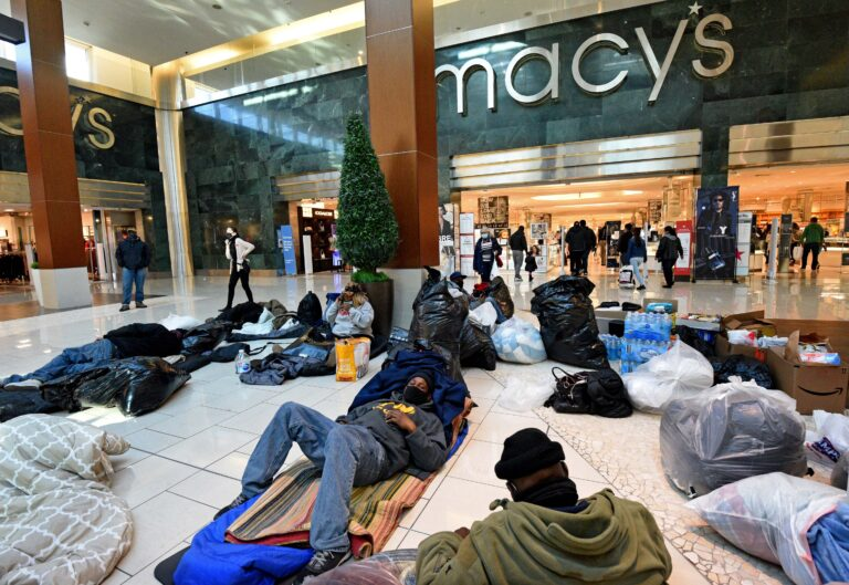 Tawanda Jones brings unhoused individuals to Cherry Hill Mall