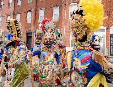 A group wearing Zacapoaxtlas costumes from a previous Philadelphia celebration, representing the traditional Mexican defenders of Puebla. | Un grupo con trajes de Zacapoaxtlas de una celebración anterior en Filadelfia, representando a los tradicionales defensores mexicanos de Puebla. (Photo courtesy of Edgar Ramirez)