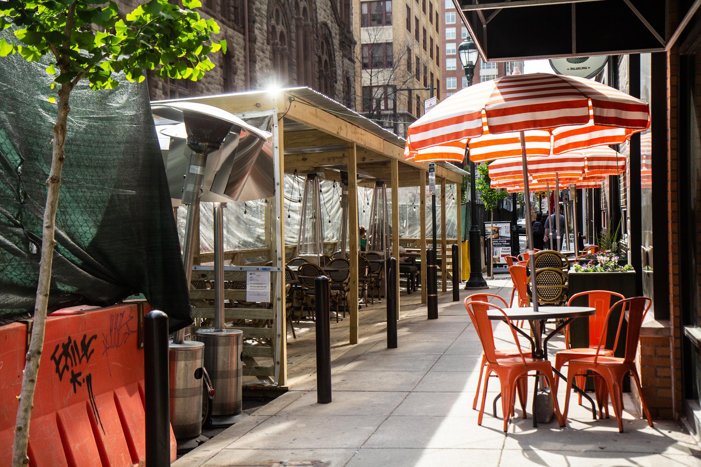 Dining on the 1600 block of Sansom Street in Center City Philadelphia. (Kimberly Paynter/WHYY)