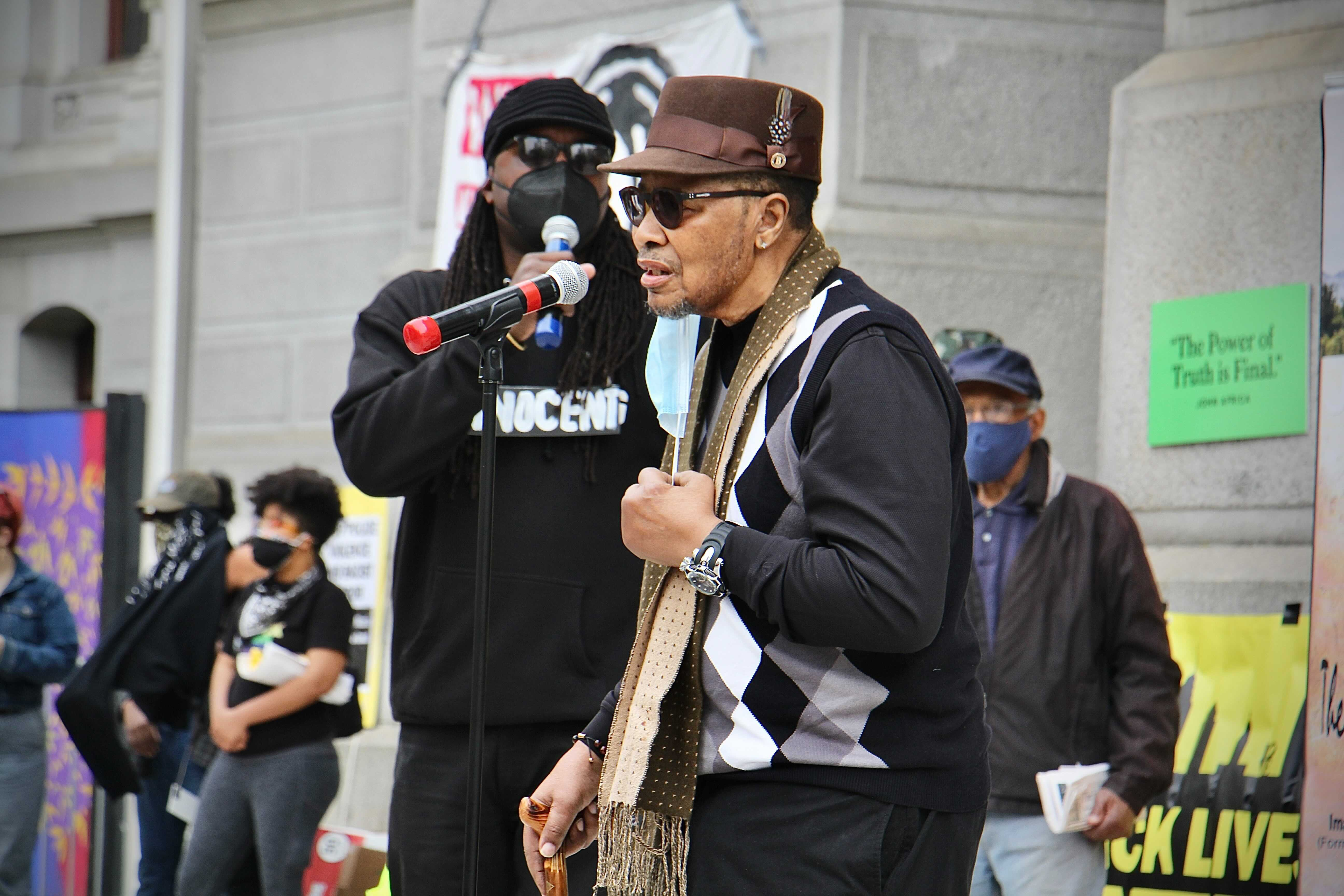 Mumia's brother, Keith Cook, speaks to the crowd at City Hall. (Emma Lee/WHYY)