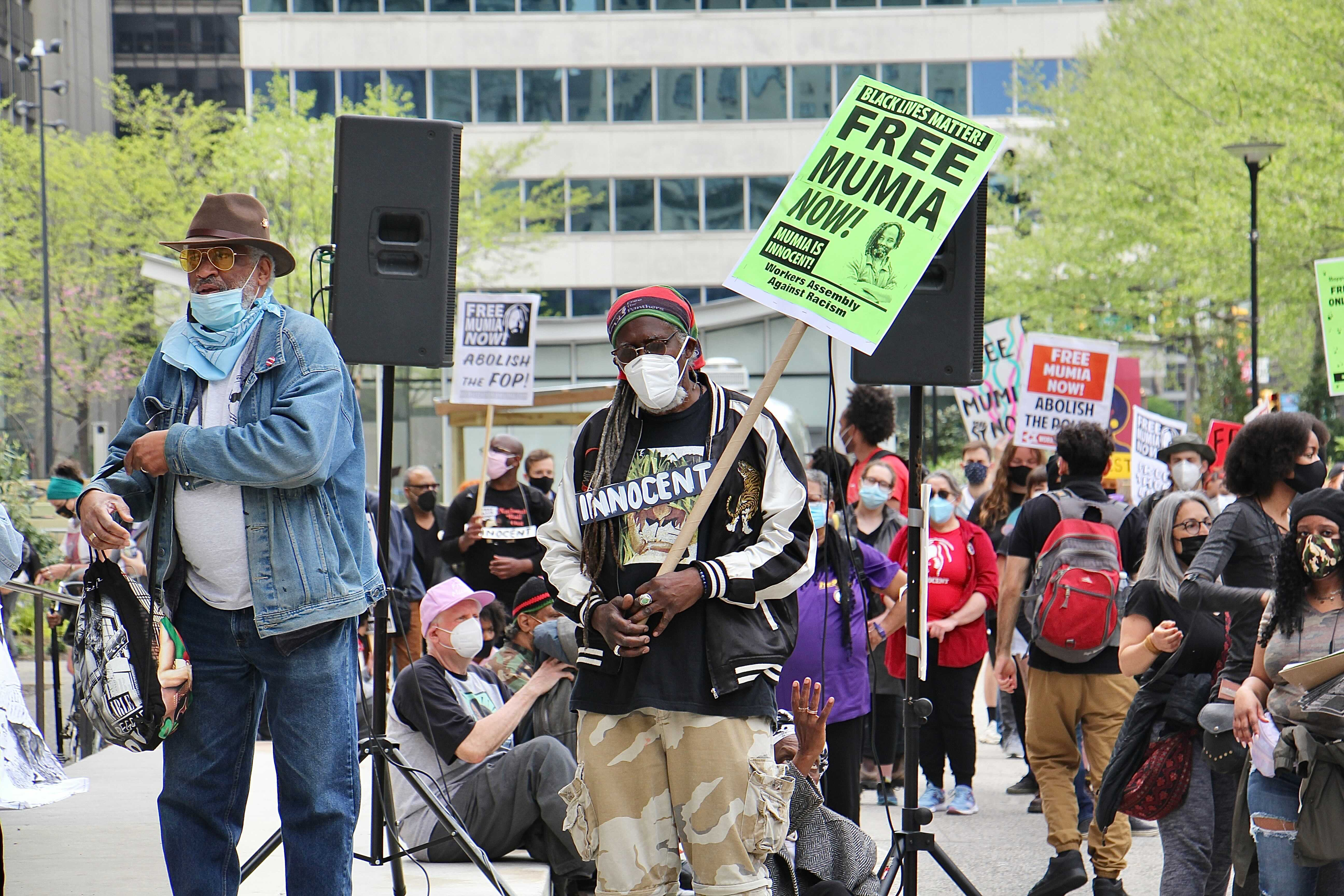 Hundreds gather at City Hall to demand the release of Mumia Abu-Jamal. (Emma Lee/WHYY)