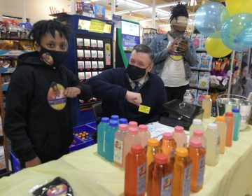 Micah Harrigan interacts with Jeff Brown at a pop-up at the ShopRite of Oregon Avenue. (Abdul R. Sulayman/Philadelphia Tribune)