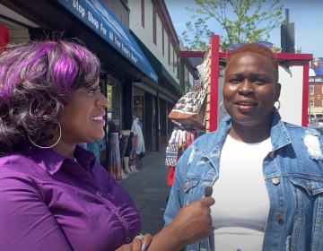 """Saj """"Purple"""" Blackwell talking to West Philly residents about the Derek Chauvin trial. (WHYY)"""