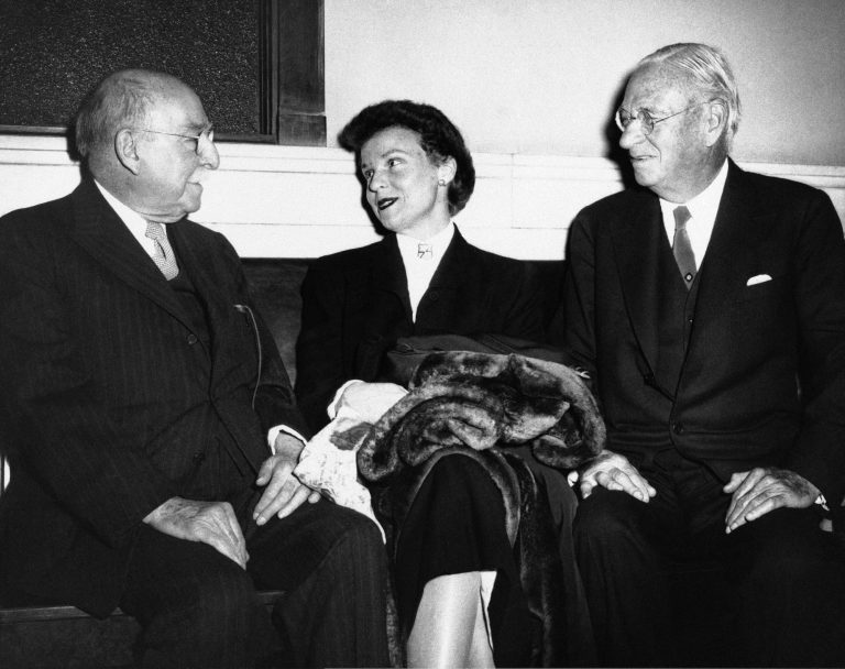 Pierre Du Pont, left, and Irenee Du Pont, right, confer with niece Lynn Williams