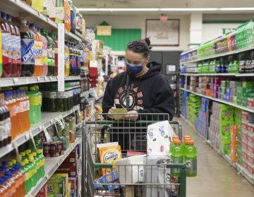 The CDC's new guidelines on face coverings and social distancing are raising questions about grocery store requirements moving forward. (Daniel Acker/Bloomberg via Getty Images)