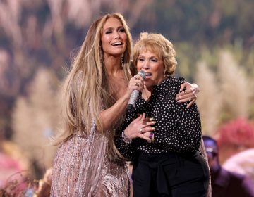Jennifer Lopez and her mother Guadalupe Rodríguez perform onstage