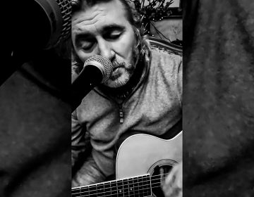 House Concert Series musician Kevin Shire