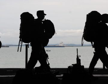 The silhouettes of military service members are pictured. (Pexels)