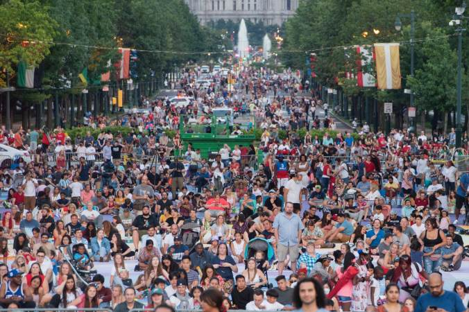 Thousands gathered at Eakins Oval and along the Benjamin Franklin Parkway hours ahead the scheduled 9:30 pm fireworks display. (Jonathan Wilson for WHYY)