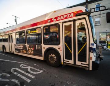 Most of the city's 241,425 Latinos live along SEPTA's 47 bus route that spans 10 miles. | La mayoría de los 241,425 latinos de la ciudad viven a lo largo de la ruta 47 de SEPTA que se extiende por 10 millas. (Bernardo Morillo for WHYY)