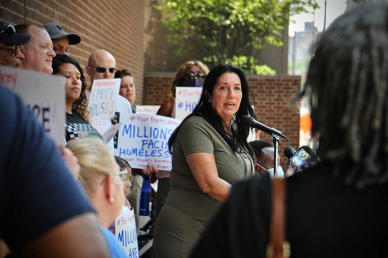Cheri Honkala speaks outside the federal courthouse in Philly