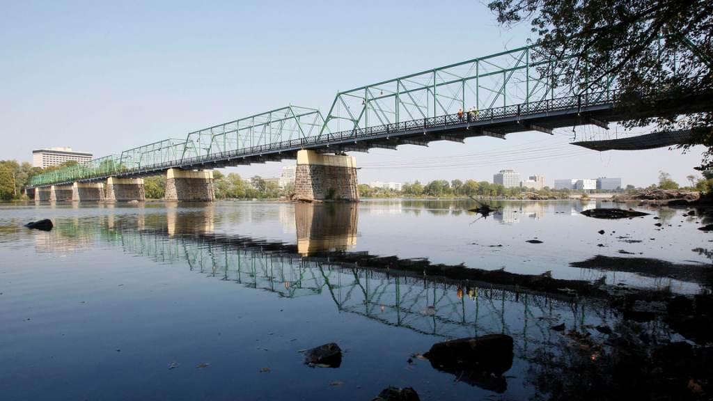 The Calhoun Street bridge