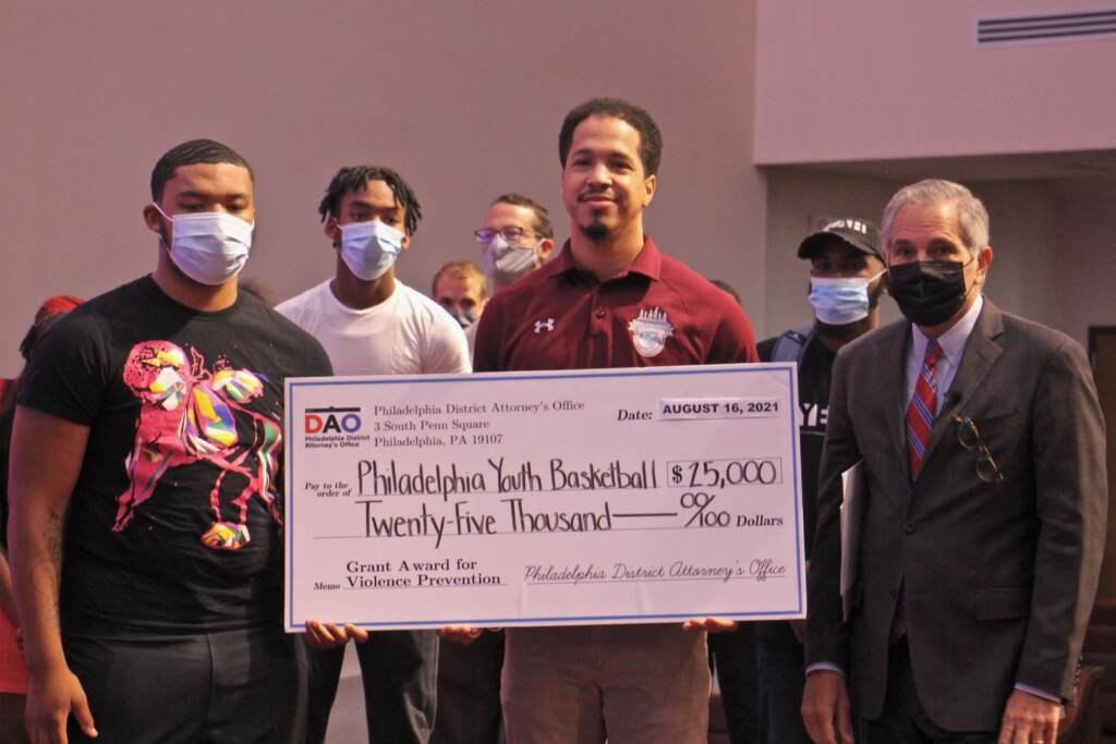 Lymere Mapp (left) and Kyle Lafferty hold a check for $25,000